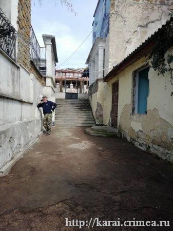 Уборка кенаса в Бахчисарае